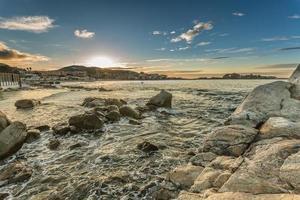 pôr do sol sobre ile Rousse na região de Balagne, na Córsega