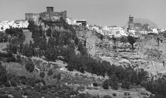 aldeia andaluza tradicional em espanha. Arcos de la Frontera foto