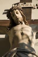 jesus na cruz da fachada da igreja em viena