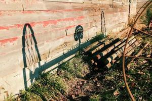 sombra de maquinário agrícola antigo foto