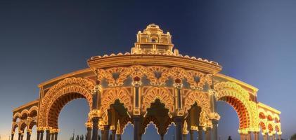 cobertura da feira de Córdoba ao anoitecer foto