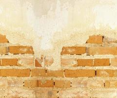 parede de tijolo velha de concreto rachado fundo vintage foto