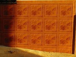 parede frontal com azulejos foto