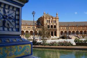 palácio e cerâmica na plaza de españa, sevilha. foto