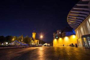 Colônia do porto de Rheinau à noite foto