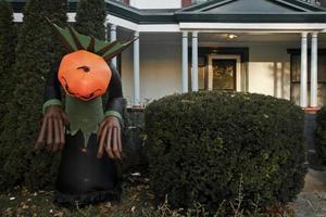 decoração de halloween do lado de fora da casa