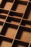 gaveta compartimentos de madeira vazios foto