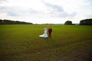 recém-casados no dia do casamento. foto