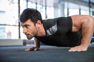 braços de treinamento de atletismo foto