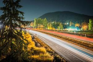 lapso de tempo de tráfego na estrada foto