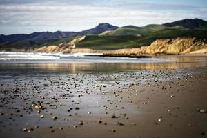 seixos na praia