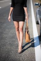 perna mulher estrada foto