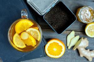 chá de gengibre no livro foto