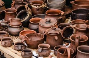 utensílios de cozinha de terracota de argila marrom foto