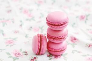 sobremesa de macaroon de cereja francesa foto
