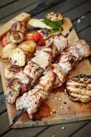 carne preparada. Shashlik foto
