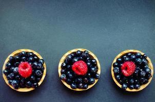 três tortas de frutas vermelhas