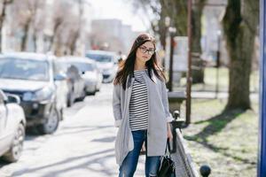 linda garota jovem da moda foto