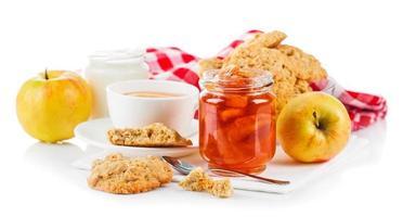 café da manhã com chá e biscoitos frescos foto