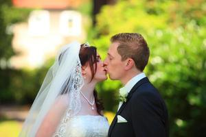 beijo de casamento foto