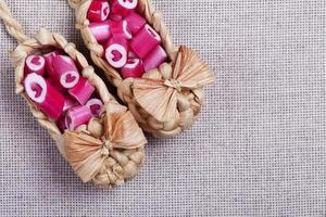 adoráveis bastões de doces de coração foto