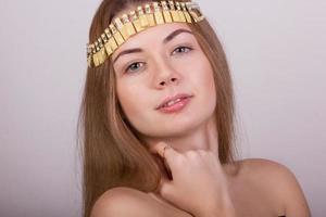 retrato de uma bela jovem de cabelos castanhos