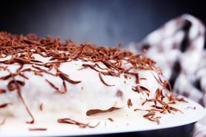 bolo com chocolate preto e branco