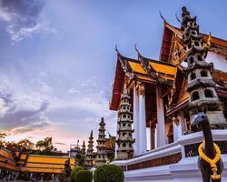 arquitetura da tailândia, wat sutat tailândia bangkok foto
