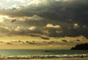 pôr do sol incrível - manuel antonio, costa rica foto