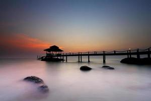 crepúsculo na praia em koh kood