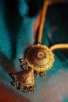 colares de ouro