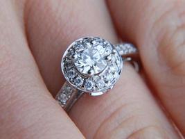 anel de diamante foto