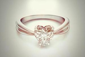 anel com diamante em fundo branco