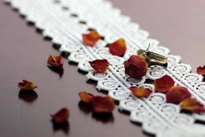 pétalas de alianças de casamento