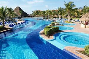 piscina e banheira de hidromassagem