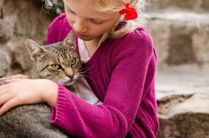 amizade de menina e gato