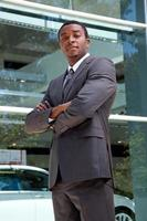 retrato de homem africano confiante foto