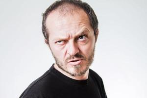 homem agressivo foto