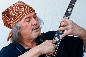 guitarrista de bandana foto