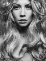 retrato de mulher loira linda
