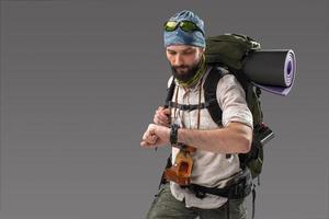retrato de um turista totalmente equipado