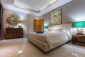 design interior de quarto de villa luxuosa foto