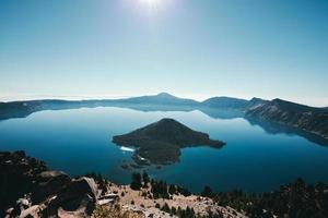 lago da cratera em oregon oriental foto