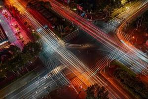 fotografia de lapso de tempo da estrada foto