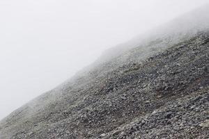 colina de pedra rochosa