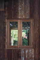 moldura de janela de madeira