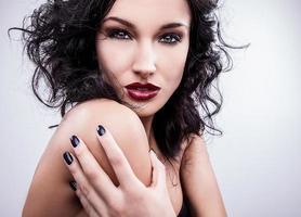 retrato de uma jovem beleza. foto de estúdio close-up.
