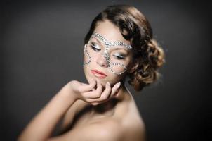 menina com maquiagem de diamante foto