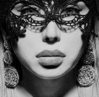 linda senhora na máscara foto