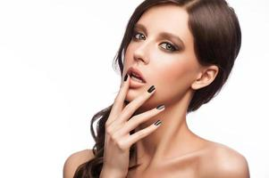 mulher com manicure